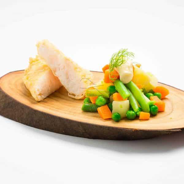 Filetes de pescada com vegetais cozidos a vapor